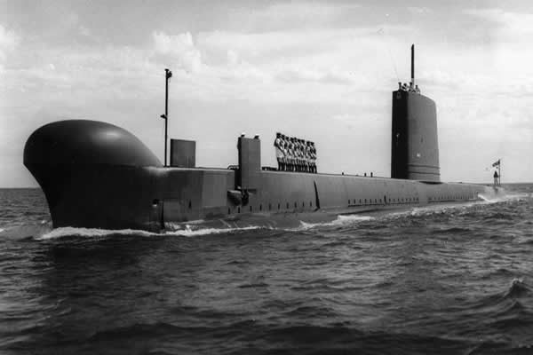 HMAS Ovens: Submarines in Brisbane and Fremantle during